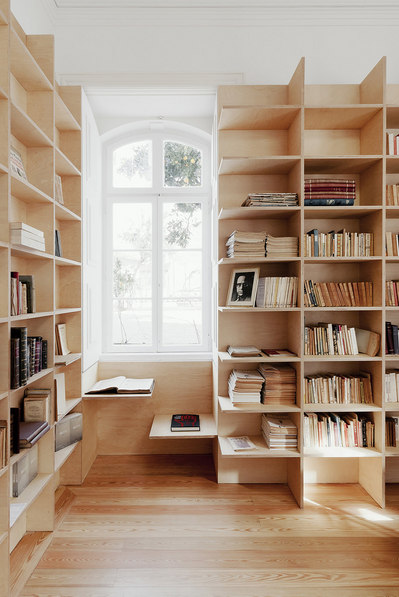 壁面一杯に作り付けられた巨大作り付け本棚1.jpg