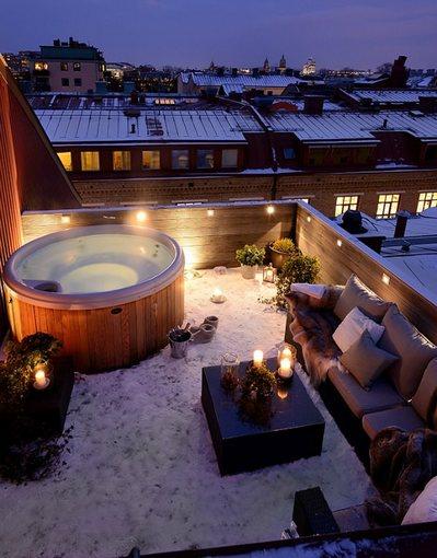 雪の積もったスウェーデンのテラスの夕暮れ.jpg