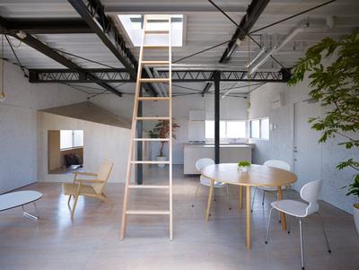 リビングから屋上に上がる梯子.jpg