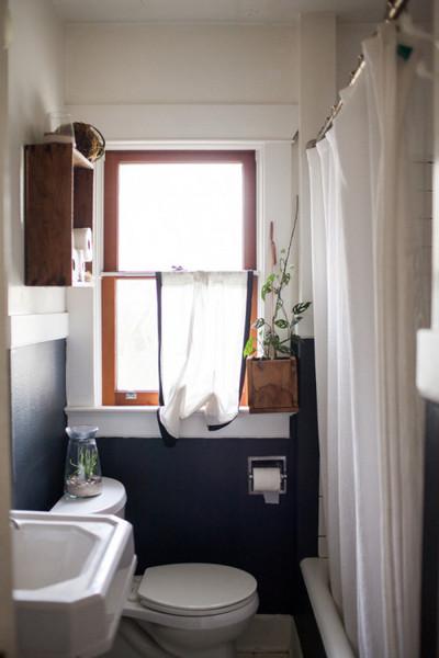 上げ下げ窓のあるバスルーム.jpg
