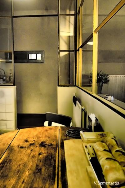 ガラス張りのキッチンの出入口