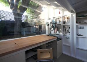離れの工房の作業スペース