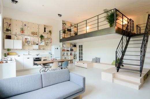 頭上にメゾネット的な中二階ロフトスペースのあるリビング・ダイニング・キッチン2
