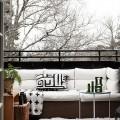 北欧の寒々しいけれど良い感じなテラスの屋外リビング