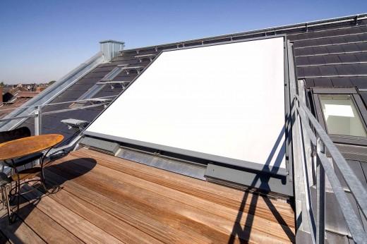 ドイツ Sunshine Wintergarten社の勾配天井用観音開きスライドドアにオーニングをかけたところ