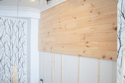 リビング・ダイニングの壁に取り付けた桟木に横板を打ち付ける