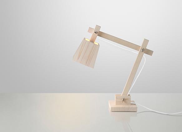 木製のデスクスタンドランプTAF_Wood_Lamp_Muuto
