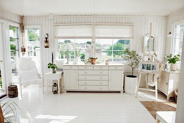 白基調の明るく開放的なリビング