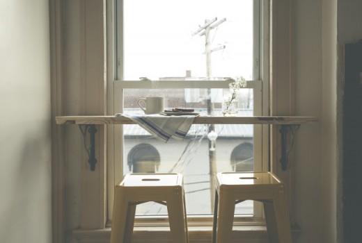 リビングのコーナーの窓際にDIYで作ったカフェカウンター2