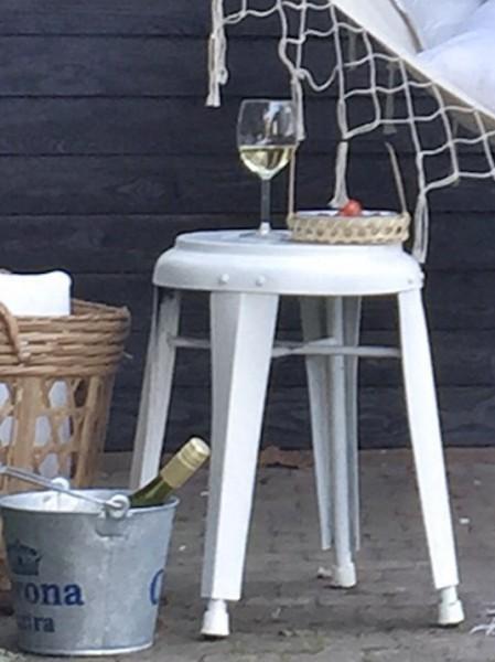 庭に吊られたハンモックに揺られつつ白ワインで一杯 拡大