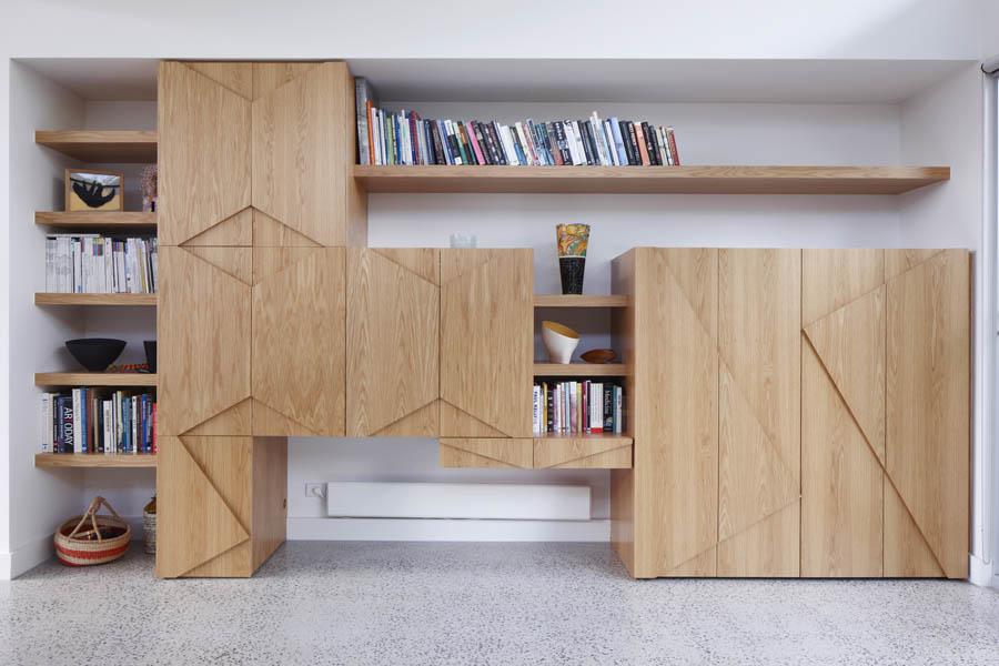 適度に隠せる扉付き大型壁面収納1