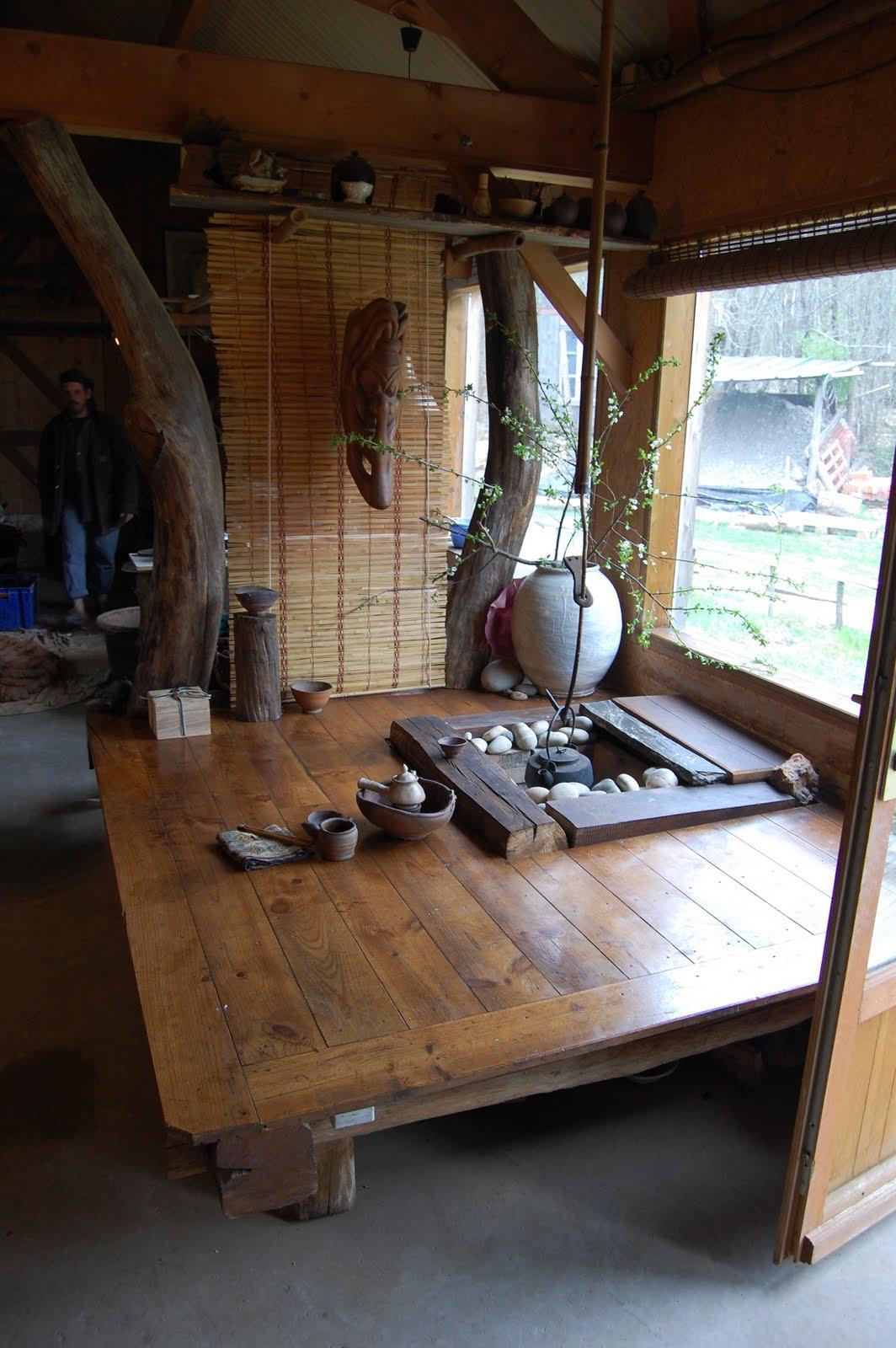 イングランド南西端コーンウォールに住む陶芸家の自宅の和風のたたきと小上がりと囲炉裏