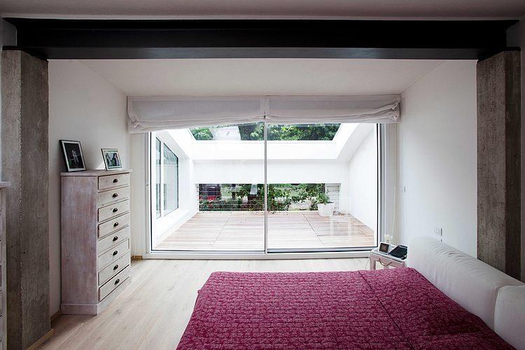 ゆったりとしたテラス付きのベッドルーム1