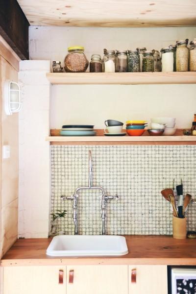 レトロなタイル張りのキッチン
