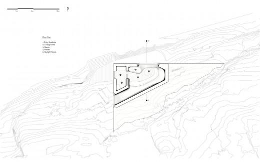 ジョージア湾北部の湖に面した、洞窟状の杉材サウナルームのフロアプラン 上部から