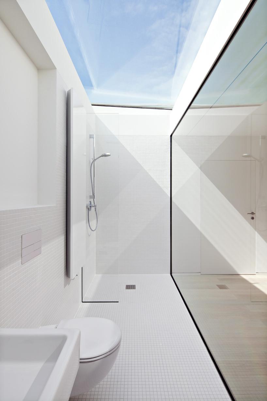 天窓付きの超開放的なバスルーム1