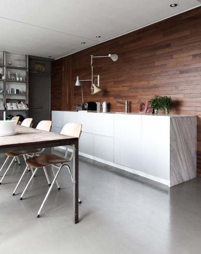 壁面アームランプのあるキッチン2