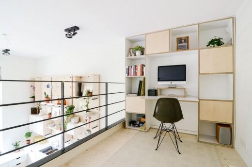 リビング・ダイニング・キッチンの頭上に作り込まれたメゾネット的な中二階ロフトのワークスペース