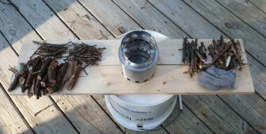 solo stove ソロストーブと燃料の小枝