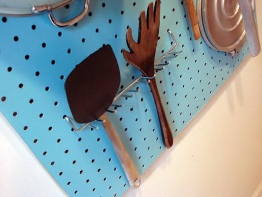 有孔ボードを使った壁掛けキッチン収納3