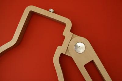 壁に取り付けられるフラットなLEDアングルポイズランプの可動部分