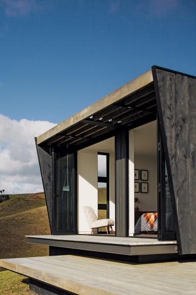 ウッドデッキのテラスのある開放的なベッドルーム1