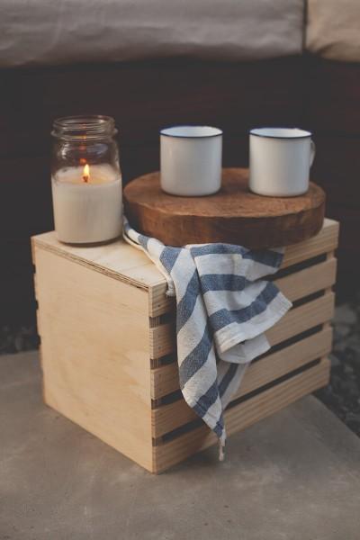 テーブル代わりの木箱とジャーを使ったキャンドル
