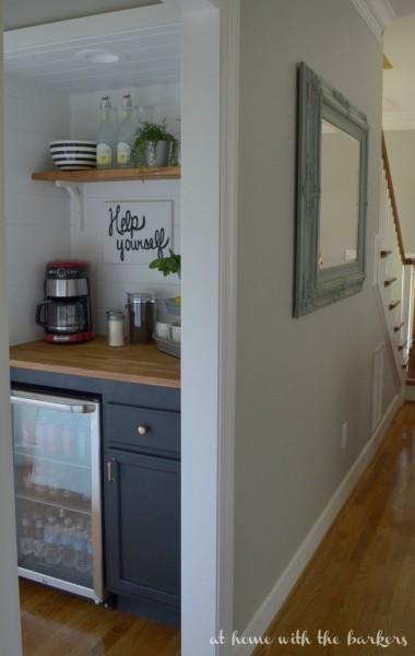 階段下のスペースにDIYで作り込まれた飲み物専用サブ冷蔵庫置き場3