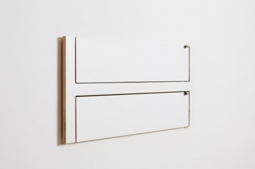 フラットに壁に収納できる壁面収納Flapps Shelf 横長2段