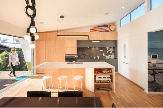 全開口のガラスのスライドドアでテラスとシームレスにつながる明るく開放的なダイニング・キッチン2