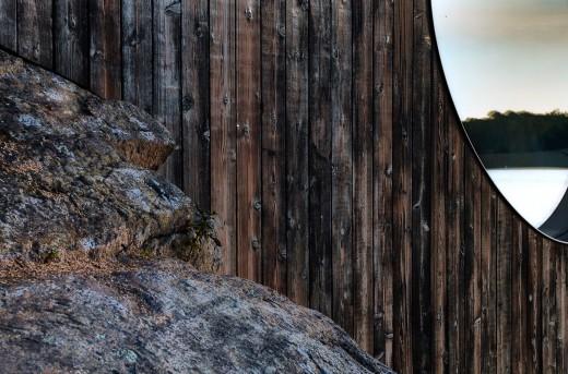 ジョージア湾北部の湖に面した、洞窟状の杉材サウナルームの外観 焼杉板の外壁_[0]