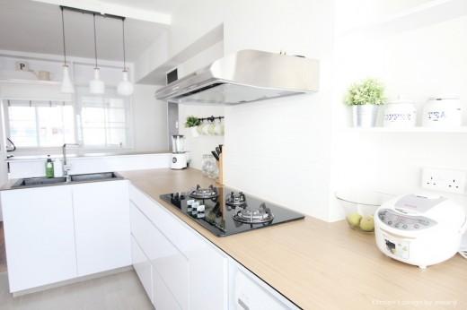 明るく開放的なペニンシュラ型のキッチン