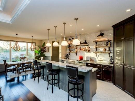 サブウェイタイル貼りの明るくゆったりとしたキッチン2