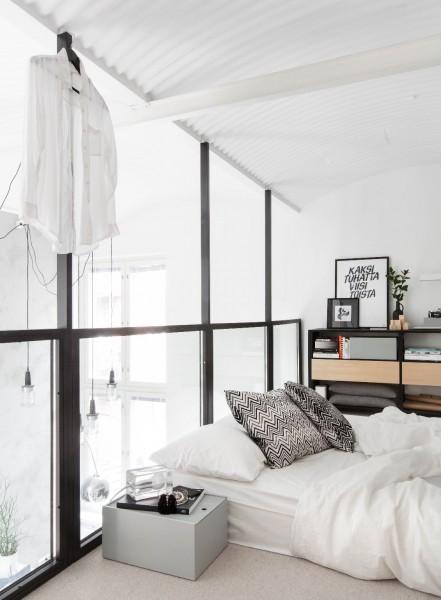 フィンランド南西部トゥルクのアパートメントの鏡とガラスで囲われたロフトベッドルーム2 ガラス