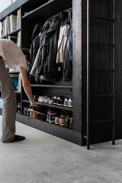 オールインワンの収納&クローゼットボックスの前面には服や靴の収納