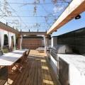 ウッドデッキの陸屋根の屋外ダイニング・キッチン2