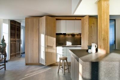 折れ戸の向こうに隠れるキッチン2