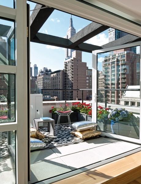 ニューヨークのペントハウスの全面ガラス張りのテラス