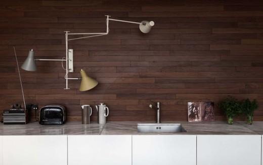壁面アームランプのあるキッチン1