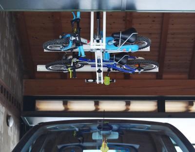 自転車駐輪用ラックflat-bike-liftに子供用自転車を2台載せる2