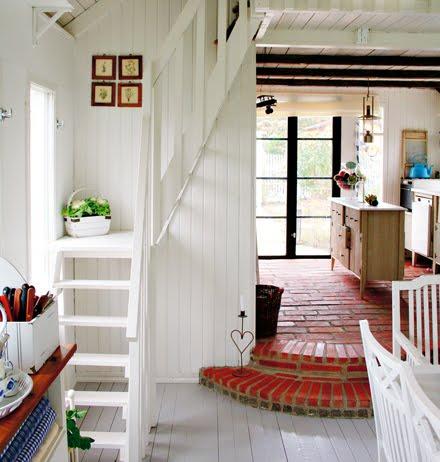 ロフトに上がる可愛らしいコンパクトな階段