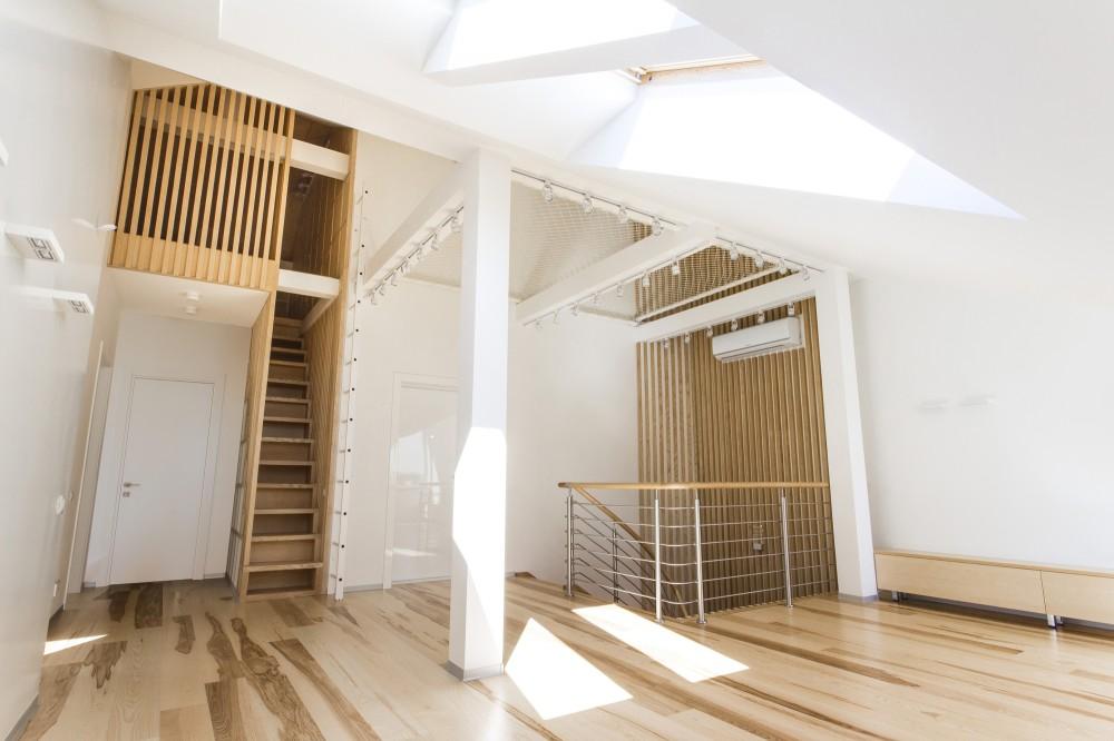 ロフトのプレイルームへとつながる階段