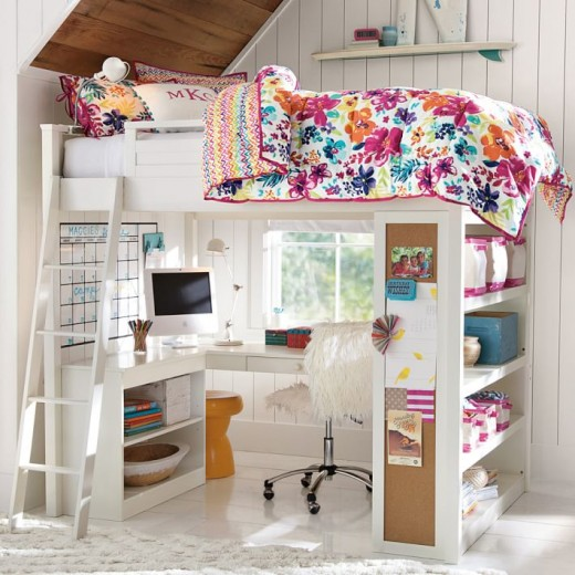 下に机と棚が収まる2段ベッド ロフトベッド 勾配天井下 大人の花柄