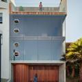 全面ガラス張りの開放的な狭小住宅