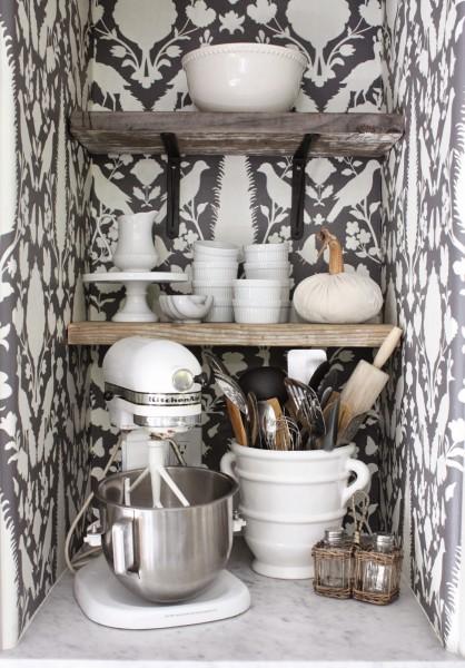 コンパクトなキッチンの食器収納スペース