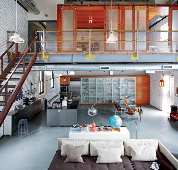 広々としたロフトのリビングダイニングキッチン