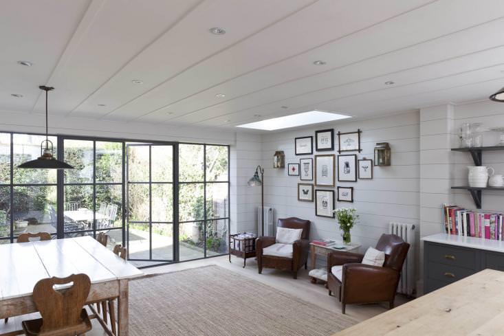 天窓があり庭に隣接したゆったりとして開放的なリビング・ダイニング・キッチン3