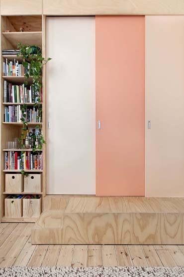 ピンクの可愛い三連引き戸