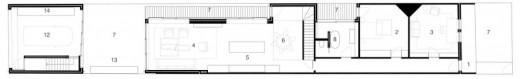 ウッドデッキの回廊のついた細長い箱庭住宅の平面図1階