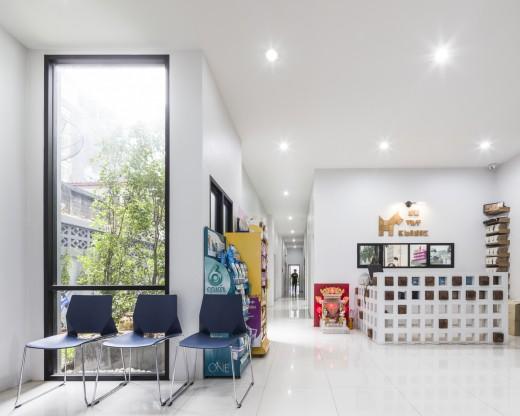 空間を自在に区切るコンクリート製の収納兼パーティションブロック「スクリーンブロック」で区切って作られたペット用プレイスペース